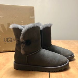 Brand New UGG - Bailey Button